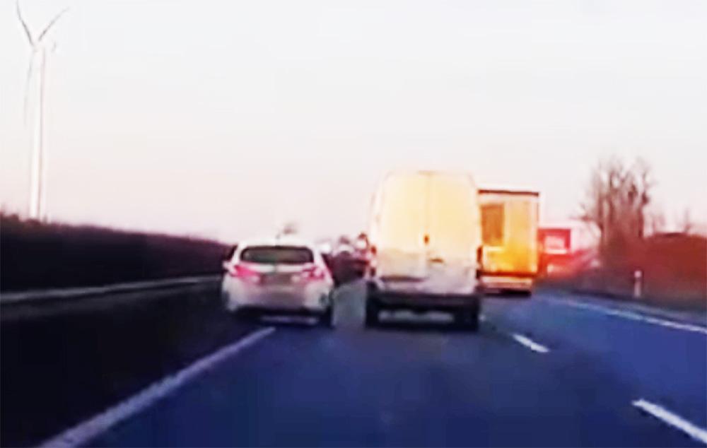 VIDEÓ: Ha autópálya-tempónál ez történik, abból ritkán szabadulsz ki