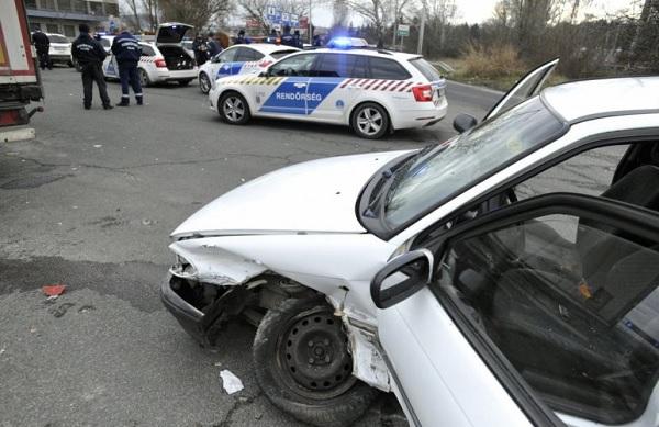 Ittas, jogosítvány nélküli férfi próbált menekülni a rendőrök elől az M1-es autópályán