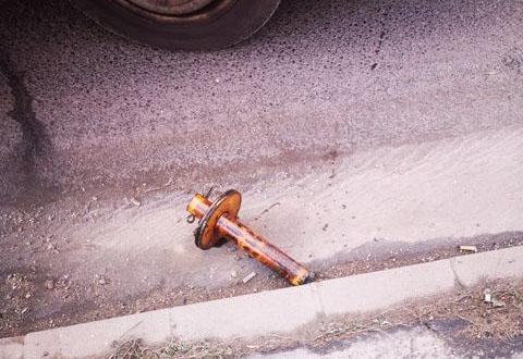Ez a vasdarab találta el olvasónk autóját a Szentendrei úton, sávváltás közben