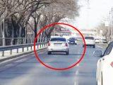VIDEÓ: Őrült kamikaze módjára ijesztgette a szembejövőket egy Hyundai sofőrje a Pesti úton