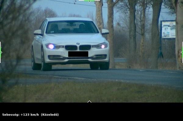 FOTÓK: Lakott területen belül 123 km/h-val közlekedett – Kétszázezres bírság volt érte a jutalom