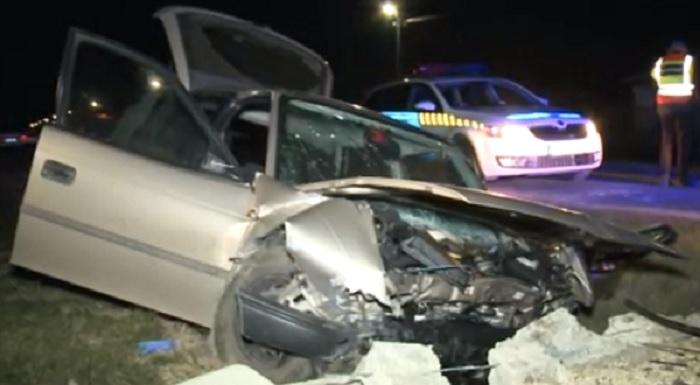 VIDEÓ: Betonpillérnek csapódott egy útról letérő autós – A helyiek rohantak segíteni, de a férfi életét vesztette
