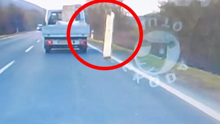 VIDEÓ: Elszabadult a platóra nem megfelelően rögzített gerenda