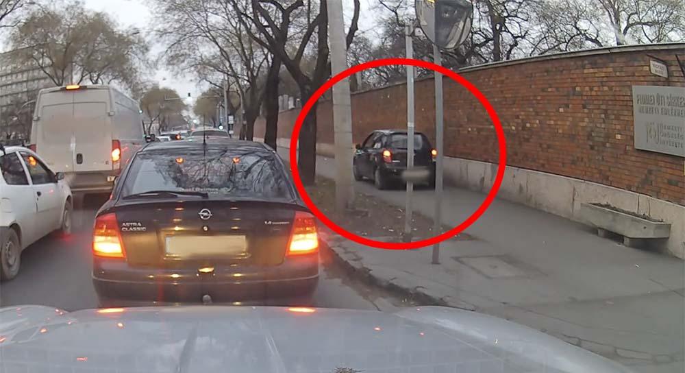 VIDEÓ: Megunta és végigtolta a járdán a Fiumei úton a Micrával