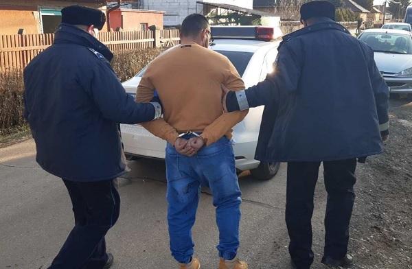 FOTÓK: Azt hazudta autót akar vásárolni, majd elcsalta az eladót és kést rántott egy férfi Üllőn