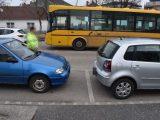 Kisgyermek hajtott a busz elé a kismotorjával. A busz vészfékezett. Egy utas kórházba került