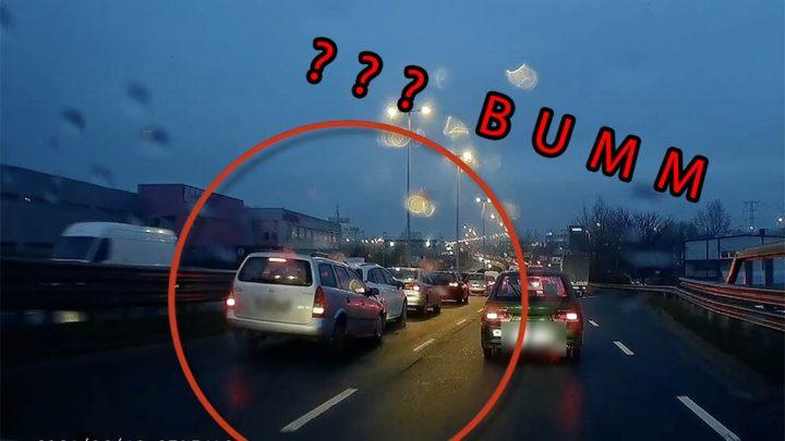 VIDEÓ: Gázt adott és belerongyolt a sorba a Gyáli úti felüljárón az Opel sofőrje
