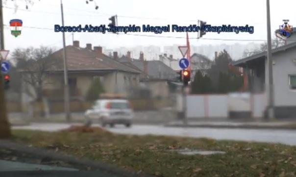 VIDEÓ: A piros az TILOS! – Ismét a piros jelzésen áthaladókra vadásztak a rendőrök