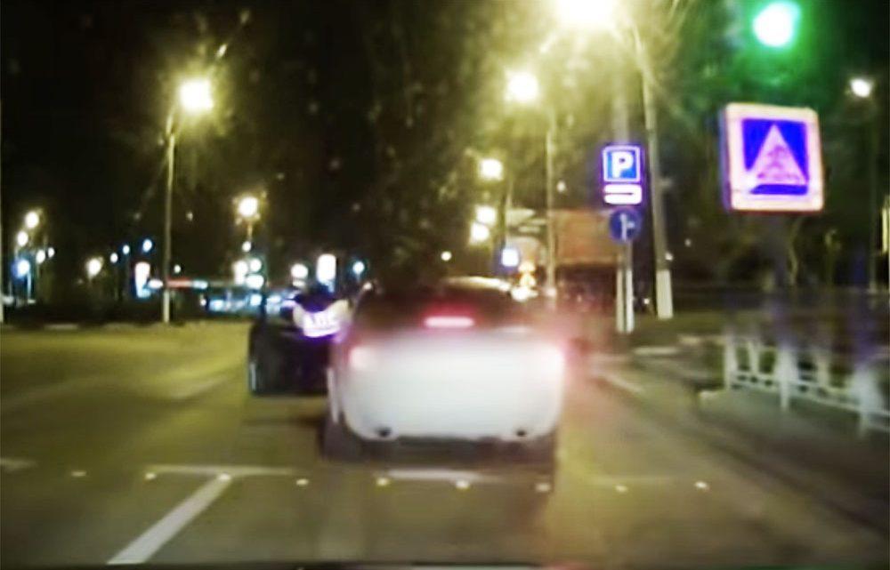 VIDEÓ: Ezt az igazoltatást nehéz lesz elfelejtenie a rendőrnek