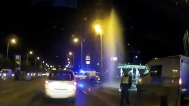 VIDEÓ: Hatalmas sugárban tört fel a víz a Hungária körúton vasárnap este