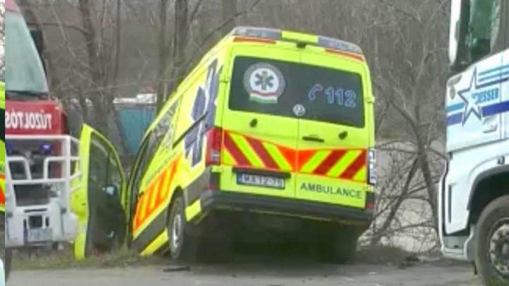Így kell tönkretenni egy vadiúj mentőautót. Nem figyelt a kamionos
