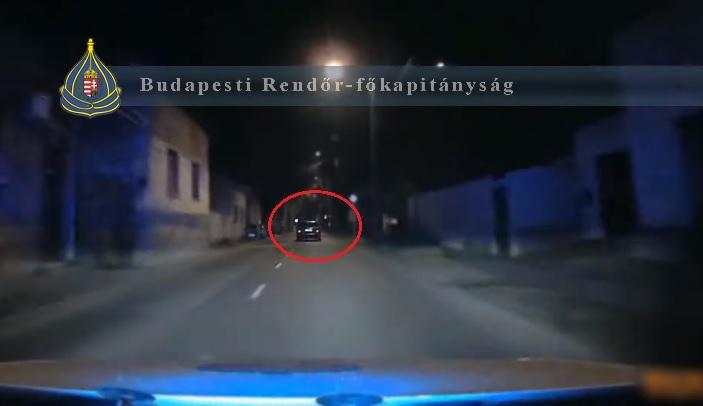 VIDEÓ: 15. születésnapján haverjaival ellopott egy autót, menekült a rendőrök elől, majd árokba hajtott egy fiú a 20. kerületben