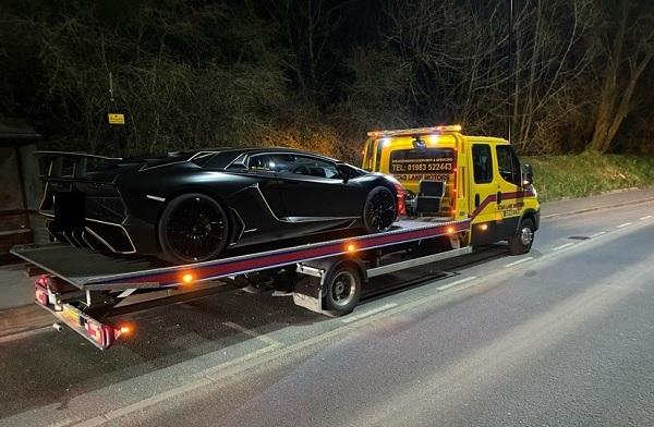 Azt hitte neki nem kell befizetnie az útadót – Tréleren vitték el igazoltatás után a Lamborghinijét