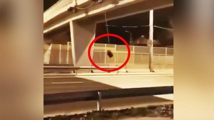 Videón, ahogy nekihajt a leszakadt fényjelzőnek hajnalban egy autós az M3-ason