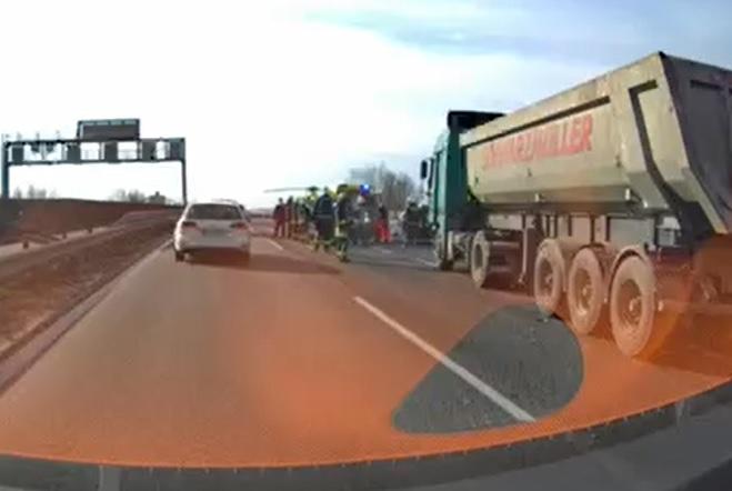 Teherautó és személyautó ütközött az M0-ás autóúton