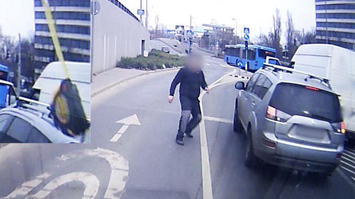 VIDEÓ: Betörte a szélvédőjét egy mérőszalaggal, majd megtámadta olvasónkat