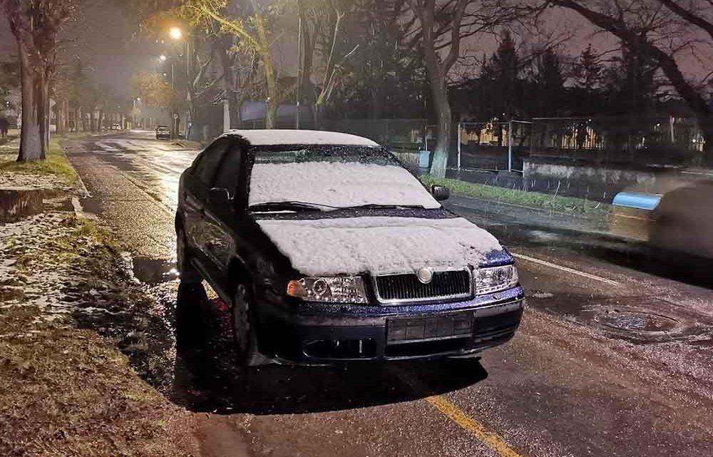 Rendőri intézkedés után maradt szabálytalanul a Skoda az úton. Három napig(!)