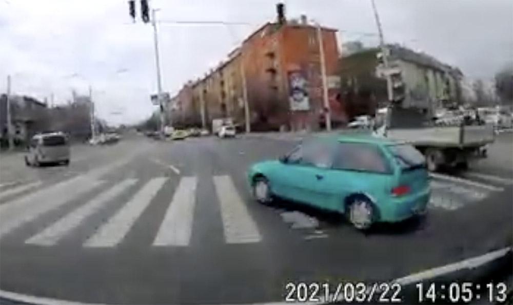 VIDEÓ: Volt képe ehhez a manőverhez a Suzuki sofőrjének a Stadionoknál