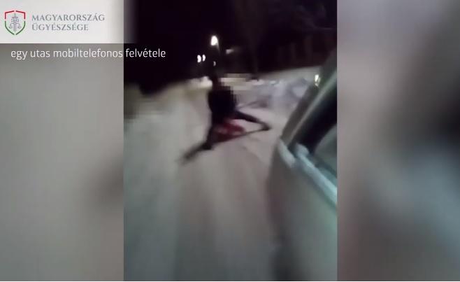 VIDEÓ: Autóval húzta szánkón ülő öccsét, de borulás lett a vége – Az ügyészség felfüggesztett börtönre ítélné a sofőrt
