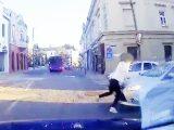 VIDEÓ: Eltolta a gyalogost az autós Veszprémben egy gyalogátkelőn