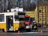Kamion ütközött villamossal a Könyves Kálmán körúton