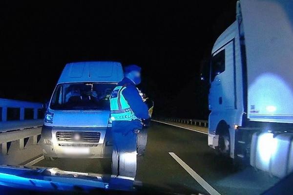 Kialvatlansága miatt nem vette észre, hogy forgalommal szemben haladt teherautójával az M86-os autóúton