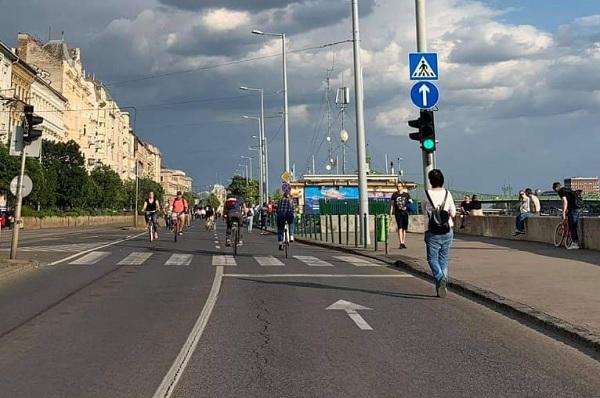 A hétvégén már nem csak a rakpartot, de az Andrássy út egy szakaszát is megnyitják a gyalogosok és kerékpárosok előtt