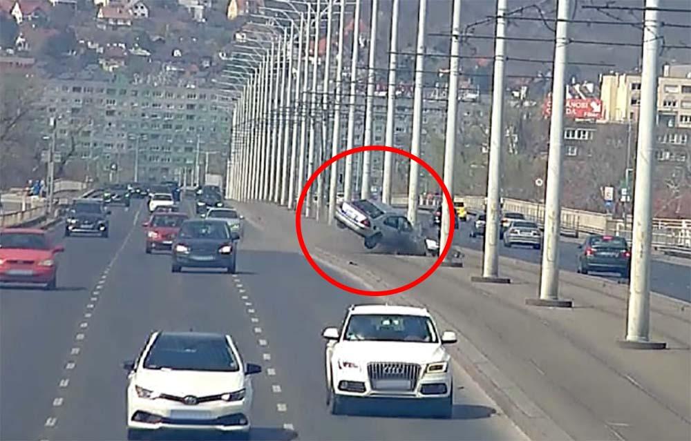 Videón, hogy mi okozta a hatalmas balesetet az Árpád hídon április 2-án