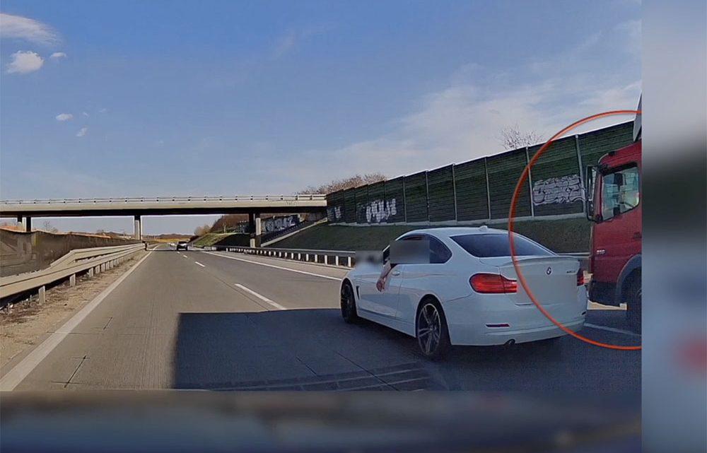 VIDEÓ: Olyat büntetett a BMW-s az M0-son, hogy majdnem egy teherautó tolta meg