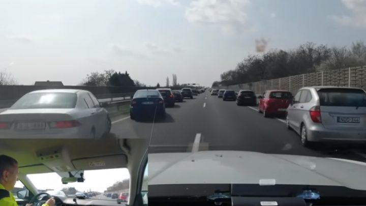 VIDEÓ: Jól vizsgáztak az autósok – Így vágott át a húsvéti dugón egy magyar Vérlovag