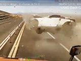VIDEÓ: Ronggyá törte a Nissan 350Z-t a sofőr. A kamion kamerája mindent felvett