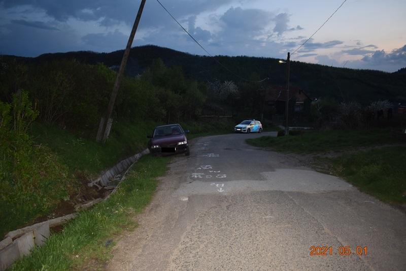 Gyerekkel együtt lopta el az autót az ittas férfi, majd balesetezett és magára hagyta a sérült kicsit