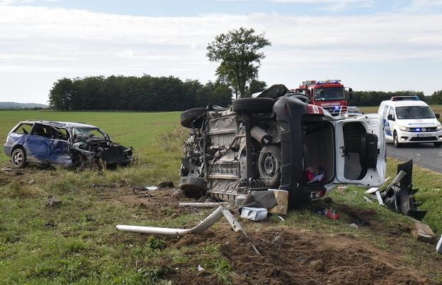 Sokszorosan visszaeső, vezetéstől eltiltott férfi okozott súlyos balesetet – Vádat emeltek ellene