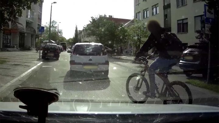 VIDEÓ: A bajai bringásnak ez, a világ legtermészetesebb dolga volt