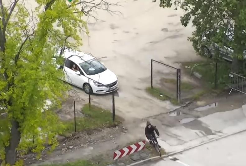 VIDEÓ: Drónnal üldöztek a rendőrök egy kábítószeres kerékpárost