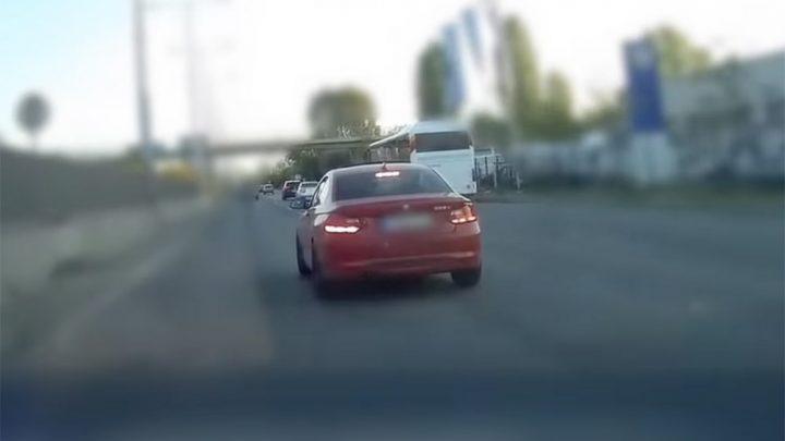 VIDEÓ: Azonosították és eljárás indult egy autós előtt szlalomozó, indokolatlanul fékező sofőr ellen
