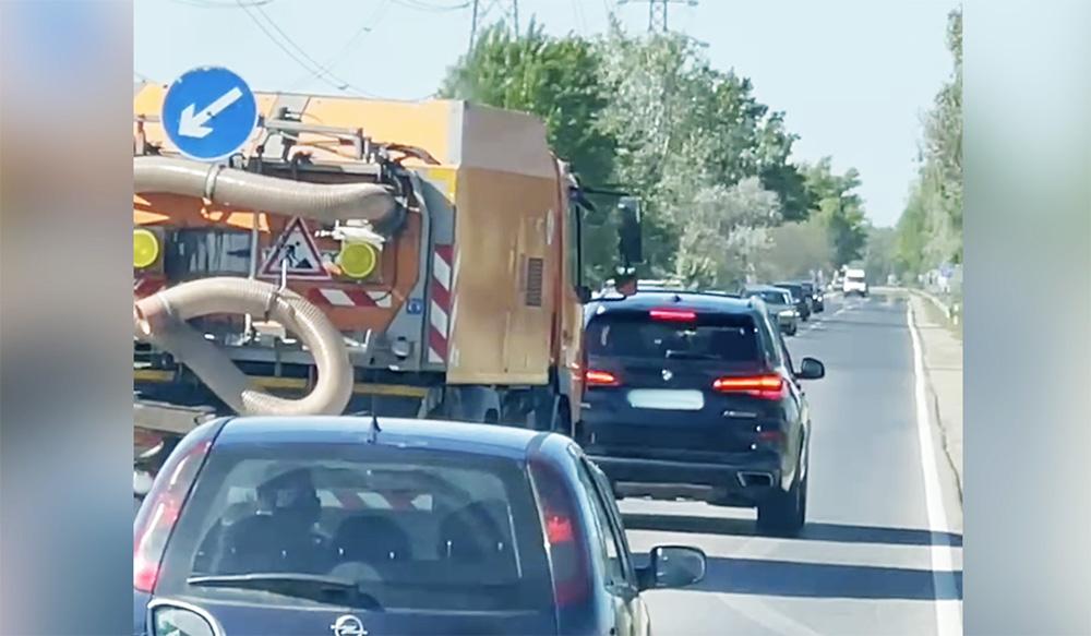 VIDEÓ: Az 51-es főúton a teljes sort blokkolta a BMW sofőrje, mert meg volt sértődve