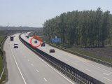 VIDEÓ: Elaludt az M4-esen. Kamera rögzítette a balesetet