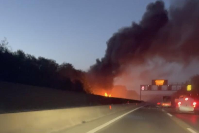 Hatalmas lángokkal ég egy busz az M7-esen