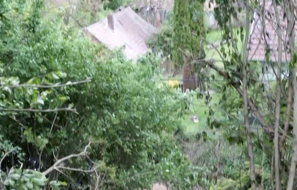 Elhunyt a férfi, aki 30 métert zuhant traktorjával