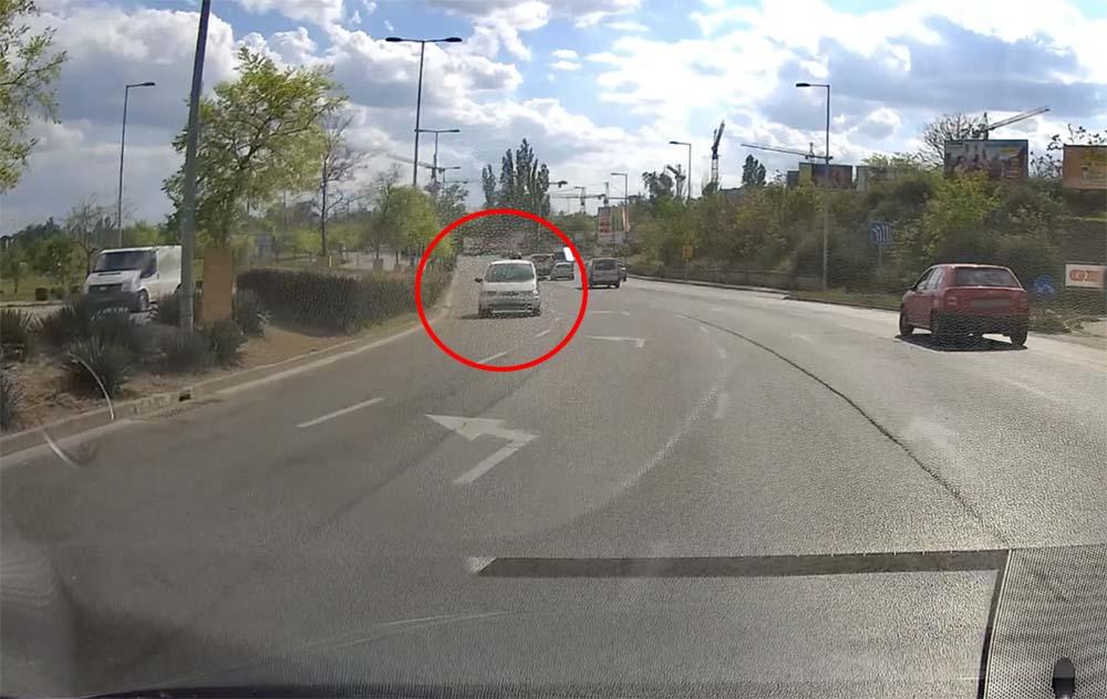 VIDEÓ: Szembe haladt a forgalommal a Kvassay Jenő úton egy autós