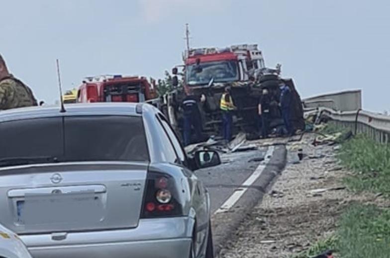 Fotók érkeztek a tegnapi, 4-es számú főúton történt balesetről