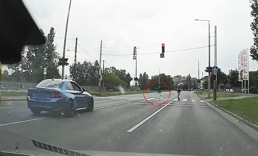 Hajmeresztő videó, a 4. kerületből. Elképesztő, amit a BMW-s művelt