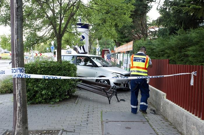 Padon ülő nőt és gyerekeit gázolta el egy autós Budapesten