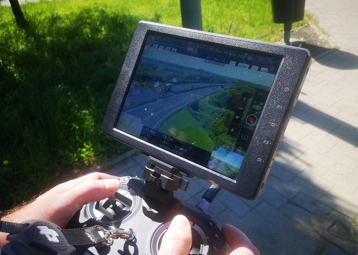 VIDEÓ: Drónt is bevetettek a rendőrök az M30-as autópályán a szabálytalankodók szűrésére