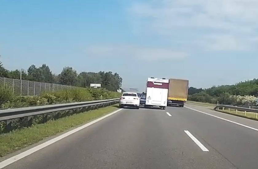 VIDEÓ: Elképesztő cicaharcot vívott az M5-ösön egy lószállító és egy volkswagenes