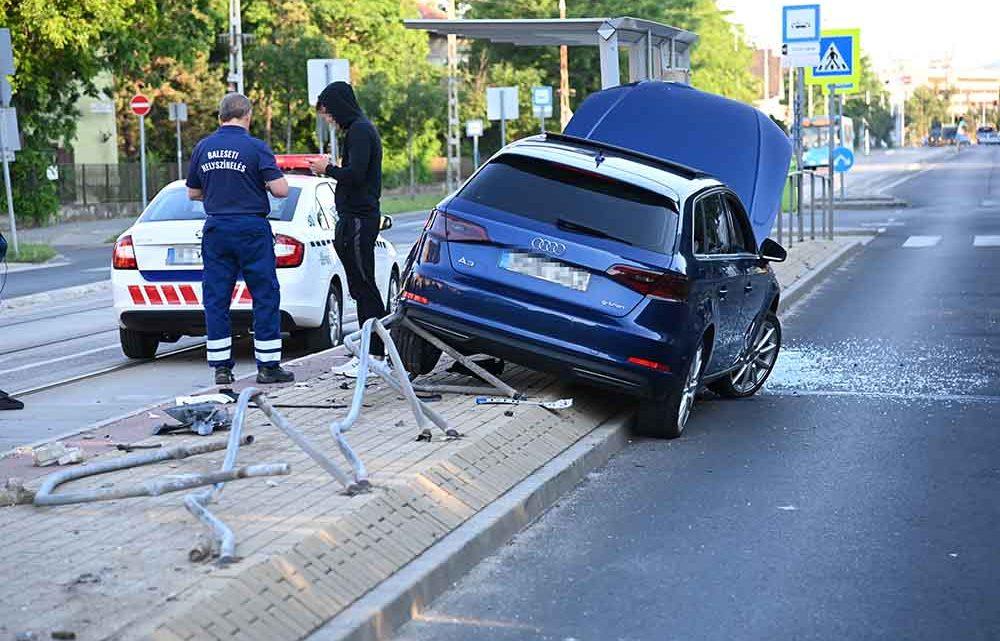 Villamosmegállóba rohant bele egy Audi Kispesten