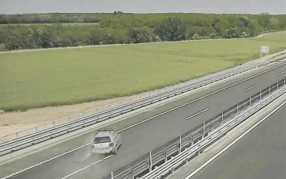 VIDEÓ: Így történt a baleset a forgalommal szemben hajtó autós miatt az M85-ösön