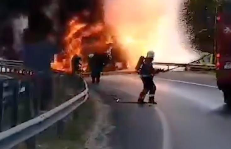 Videón, ahogy felrobbant egy munkagép az M0-son