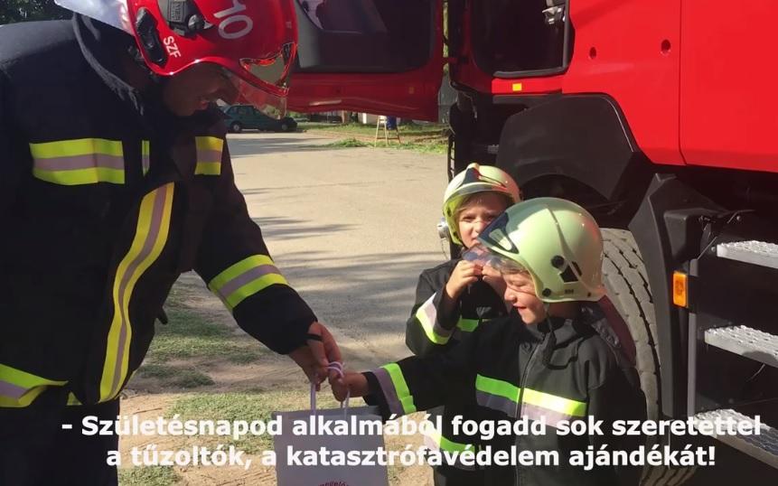 VIDEÓ: Igazi hősök és a szívük is hatalmas – Tűzoltók váltották valóra a kis Marci álmát